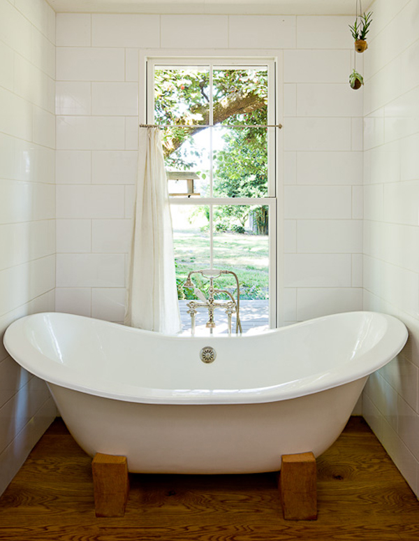 small-house-with-rural-bathtubs-by-jessica-helgerson