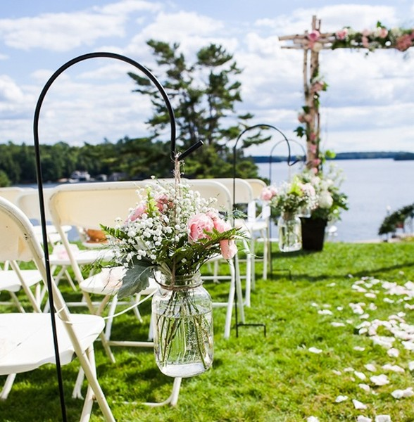 Garden party decor with flower themes for Backyard engagement party decoration ideas