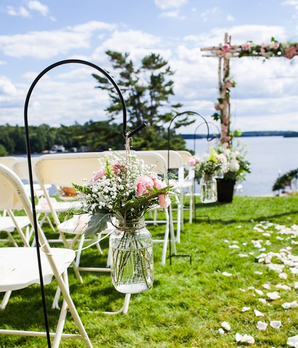 15 wedding garden decorations with flower themes home for Backyard wedding ceremony decoration ideas