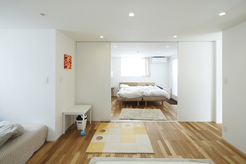 35 cool and minimalist japanese interior design home for Minimalist style bedroom