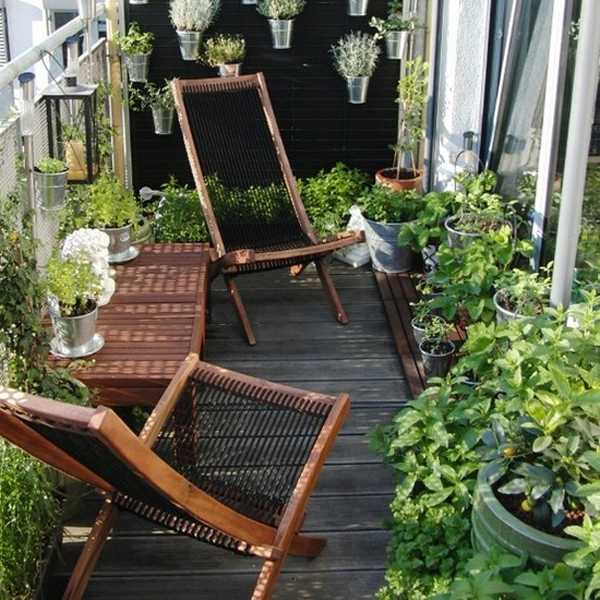 Small balcony furniture in garden ideas for Balcony garden design ideas