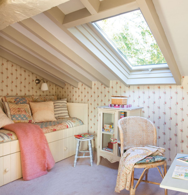 Attic bedroom design in spanish for House and garden bedroom design