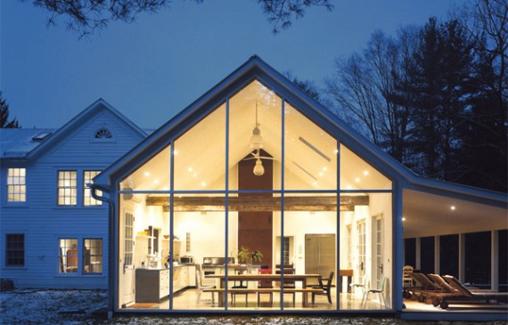 floating-farmhouse-with-curtain-wall-glass