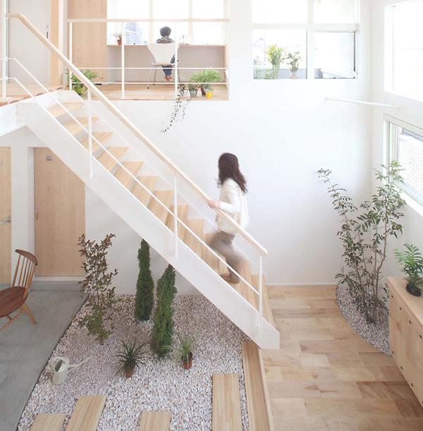 Small Japanese Gardens In Kofunaki House Home Design And