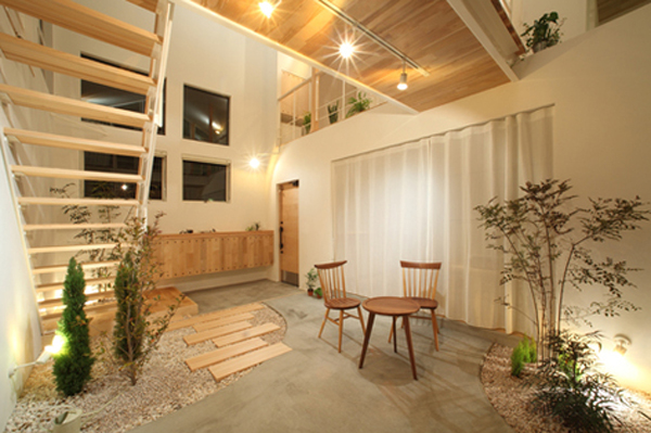 Small Japanese Gardens In Kofunaki House Home Design And
