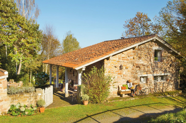 Prime Rustic Small House With Beautiful Garden In Spanish Home Design Largest Home Design Picture Inspirations Pitcheantrous