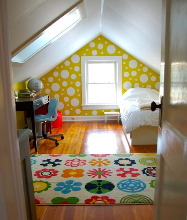 Small attic room design ideas for Attic bedroom decoration