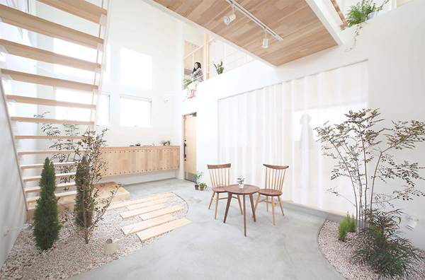 Small Japanese Gardens In Kofunaki House Home Design And Interior