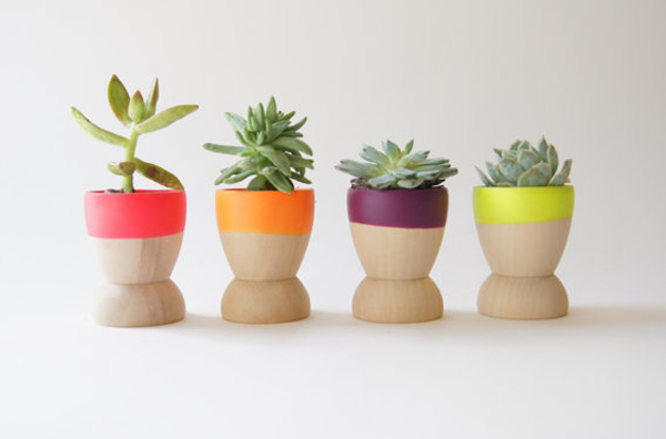 You do not need a large space in storage, mixing several design small pots in the house, at least you will create beautiful interior with pots.