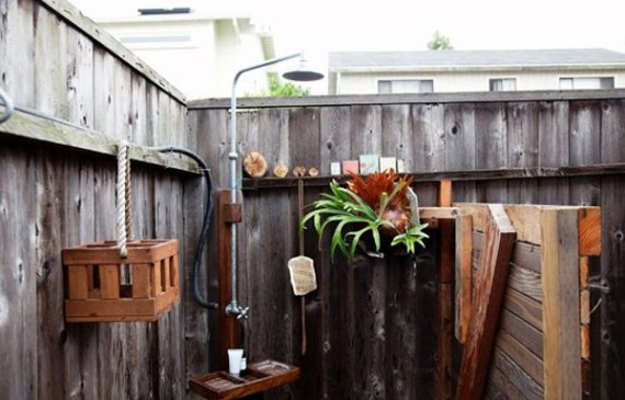 outdoor-showers-and-bathrooms