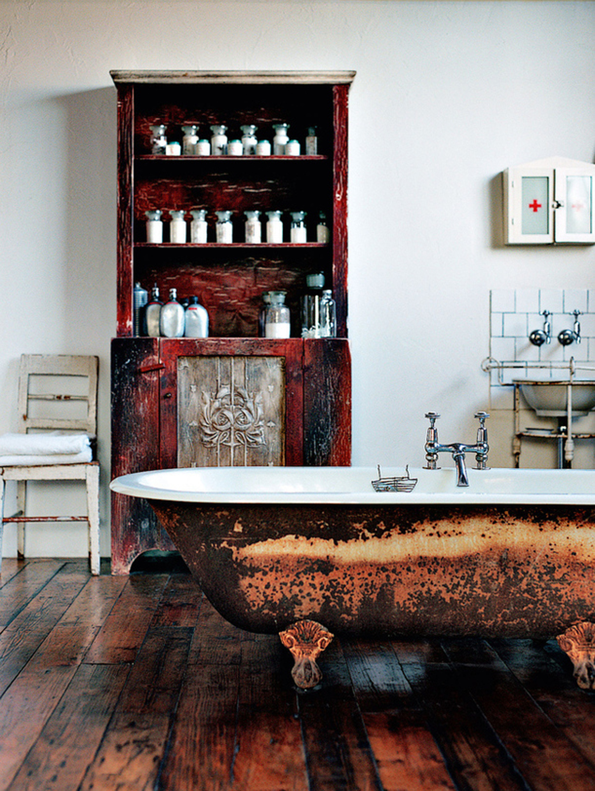 Antique bathroom ideas for Vintage bathroom designs