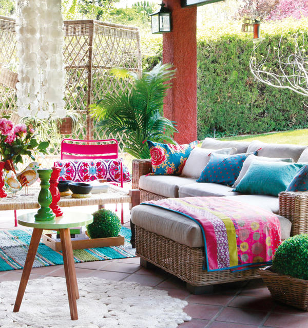 Fun And Bright Living Room Color Ideas Wrapping Comfort: Patio Gardens With Colorful Space