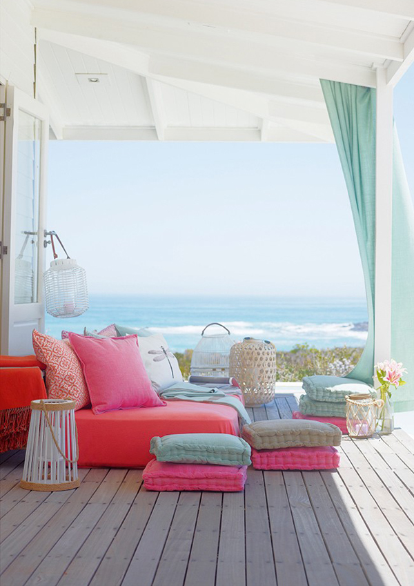 Beach patio in summer for Summer beach house decor