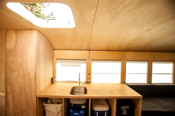 cool-home-bus-kitchen