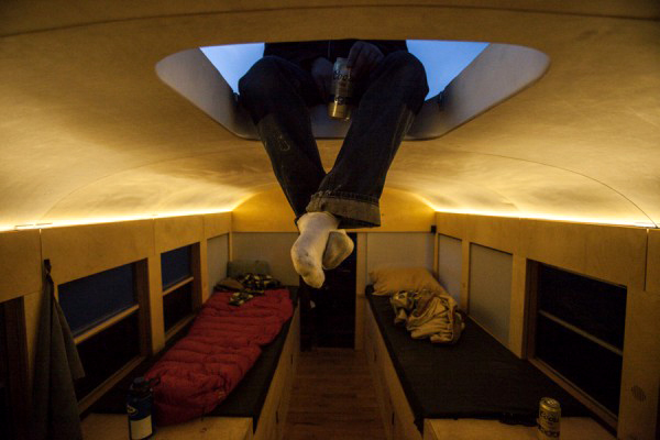 cool-home-bus-skylight