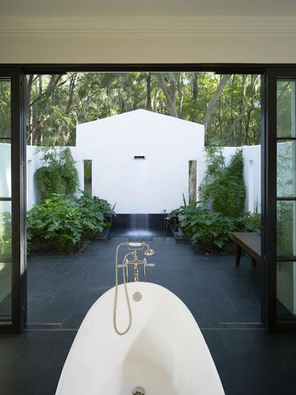 Indoor and outdoor bathrooms for Indoor outdoor bathroom design ideas