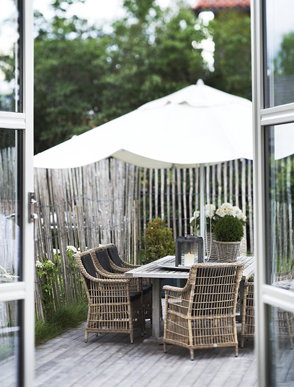 outdoor-patio-in-summer
