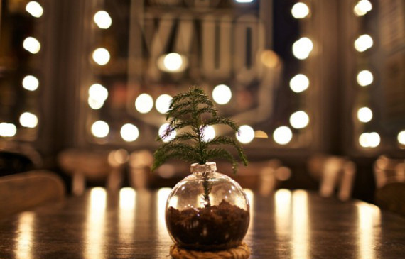 christmas-ornament-vase-ideas
