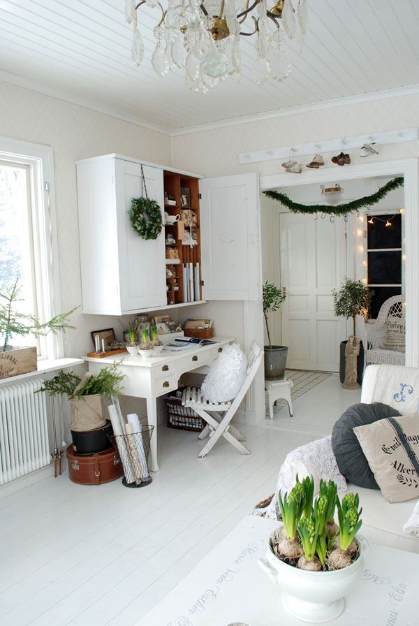 Scandinavian christmas interior for Interior xmas decorations