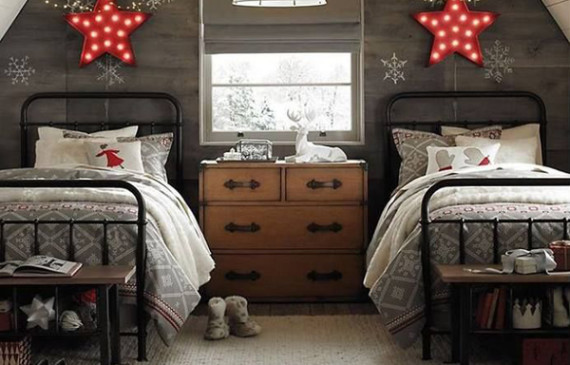 two-beds-christmas-room-decor