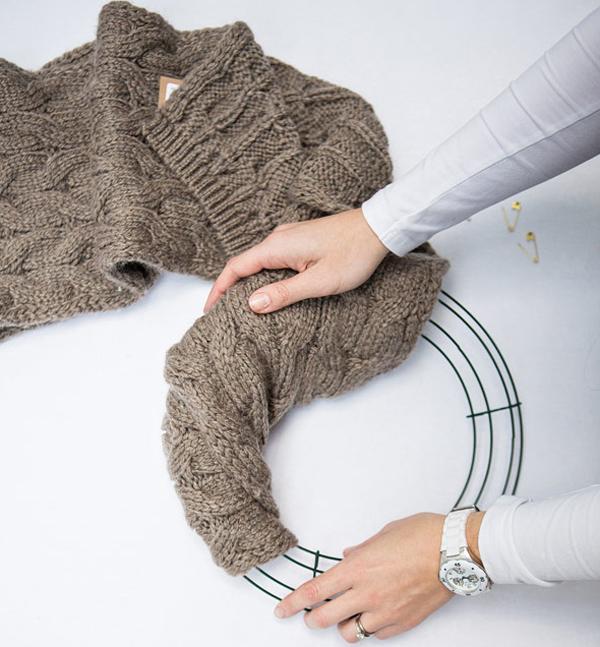 DIY Christmas Wreath With Wool Scarf