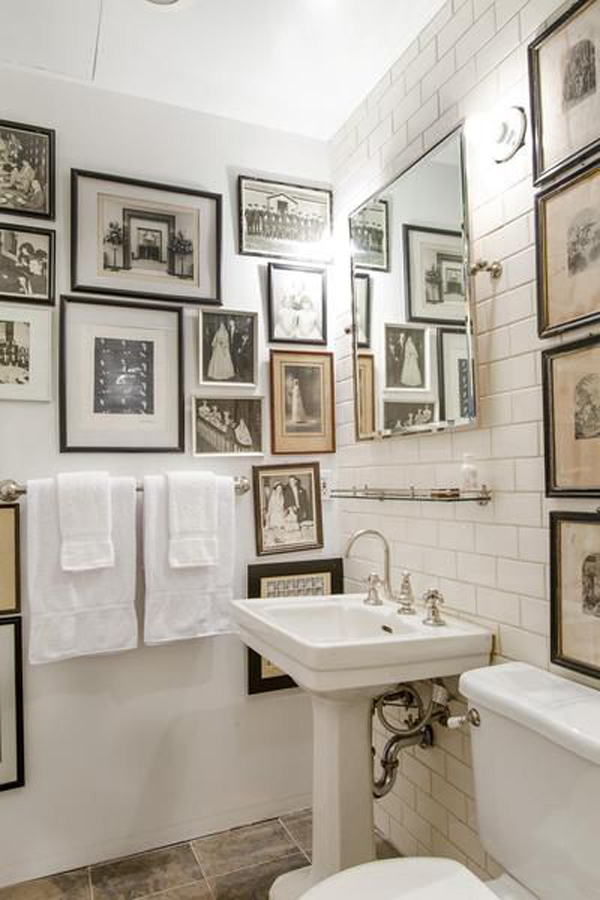 Classic bathroom wall art decor for Classic small bathroom ideas