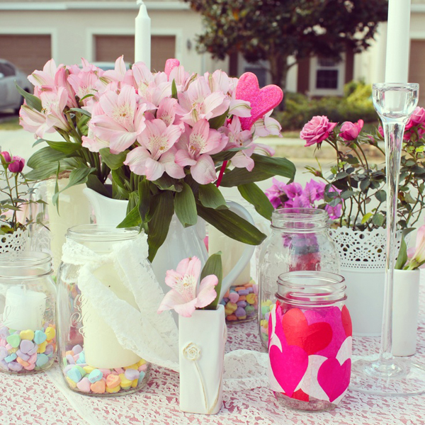 & outdoor-valentine-day-table-settings