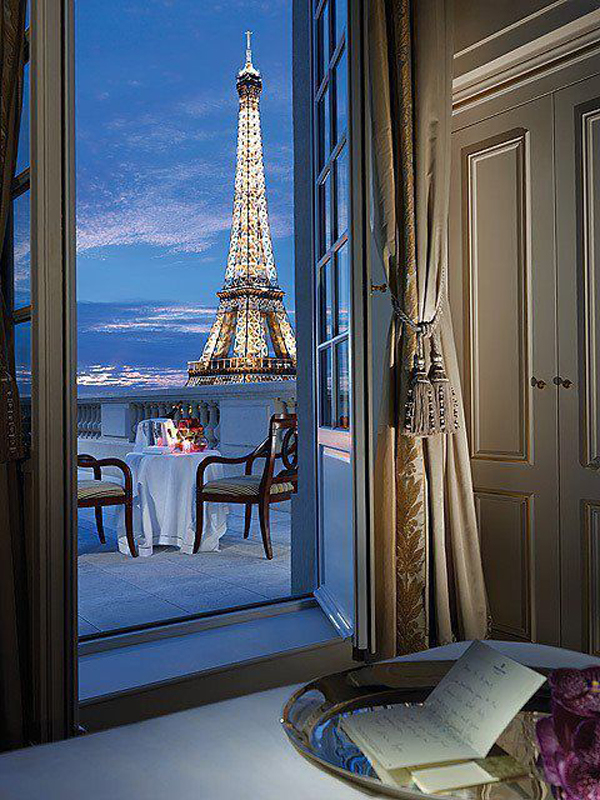 Romantic balcony with eiffel view for Balcony with view