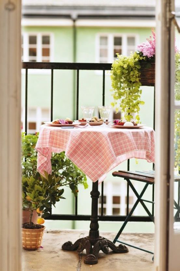 Romantic small balcony garden for Decorating small outdoor balcony