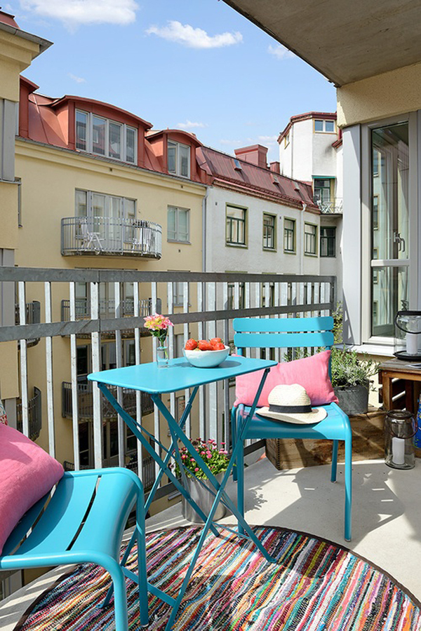 35 small balcony gardens home design and interior for Tiny balcony ideas