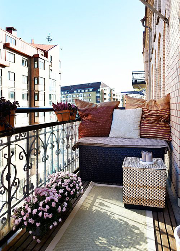 35 small balcony gardens home design and interior - Decoration balcon long et etroit ...