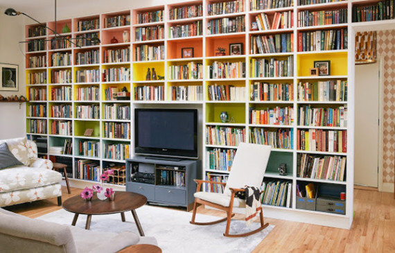 rainbow-bookcase-in-downtown-manhattan