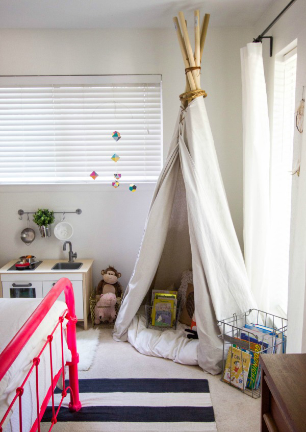 Small kid room with play ideas - Small space playroom ideas ...