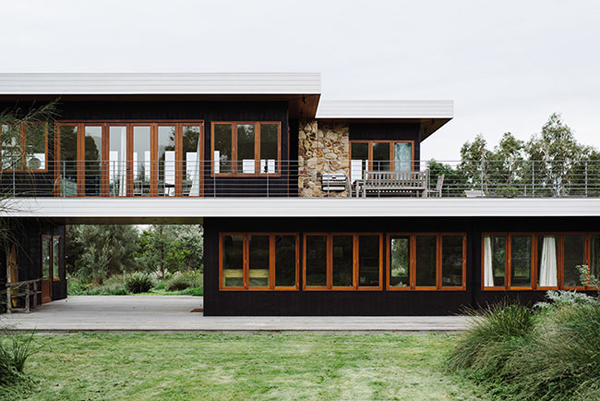 Cozy Beach House With Vintage Wooden