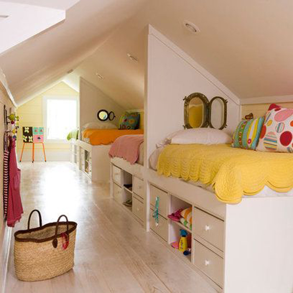 Bright attic room for children for Amenagement grenier en chambre