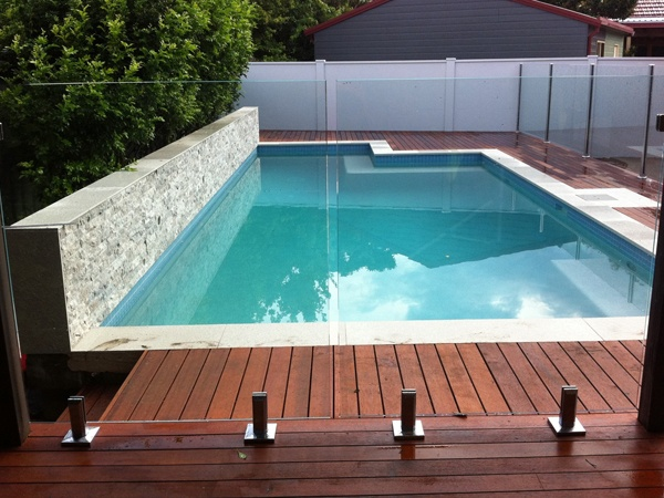 Amazing glass pool walls home design and interior for Glass pool fences