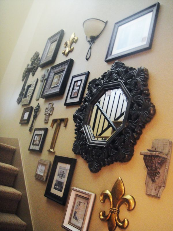 Ideas For Wall Decor On Stairs : Photo wall hanging in stair