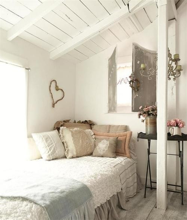 Romantic bright attic bedrooms for Small single bedroom decorating ideas