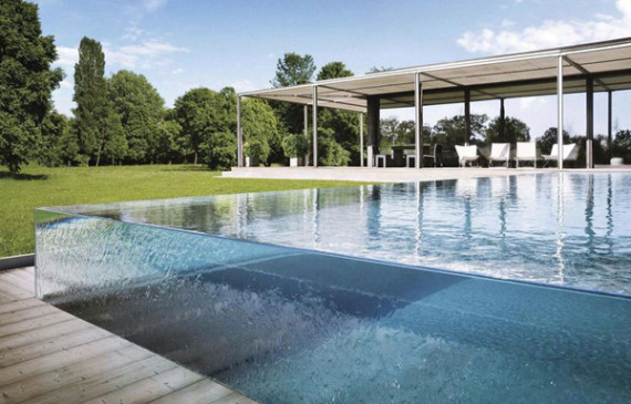 swimming-pool-with-glass-walls