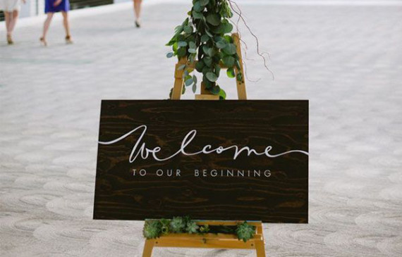 welcome-wedding-board-choose-lush-leaves-over-flowers