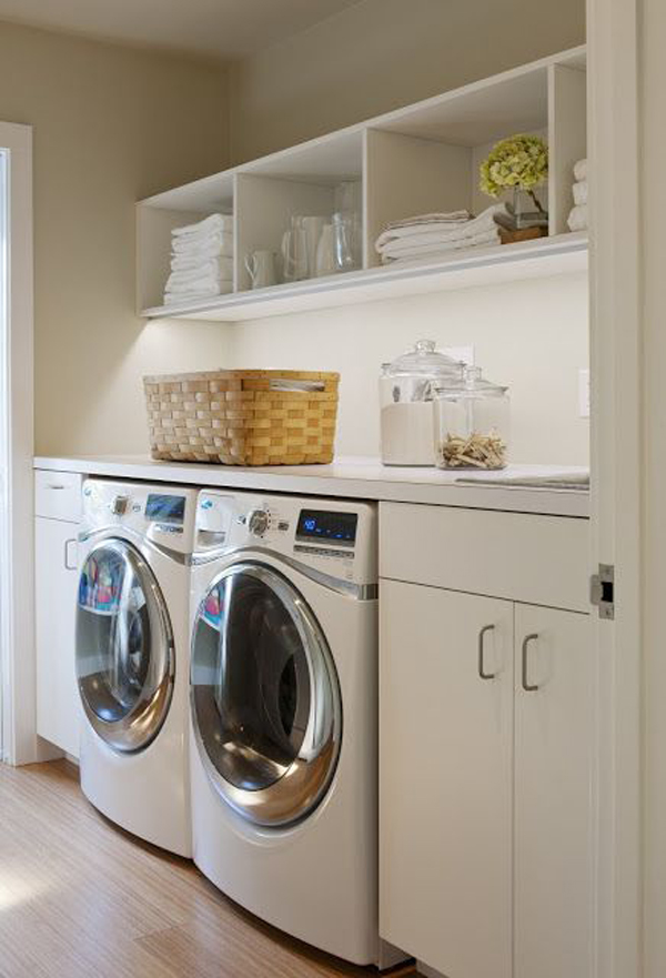 White simple laundry room decor - Berging idee ...