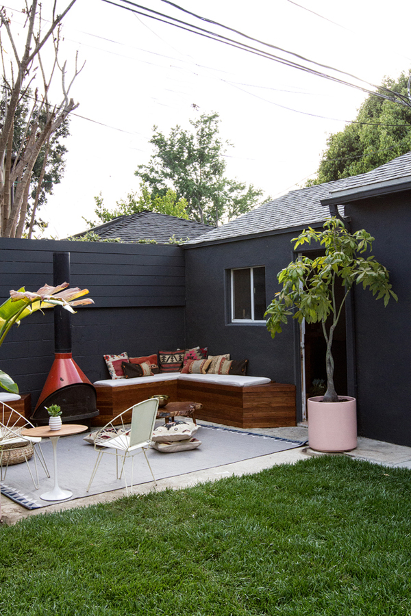 Diy backyard seating ideas for Small deck seating ideas