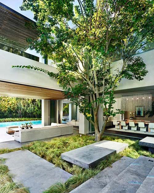 20 beautiful indoor courtyard gardens home design and for Residential atrium