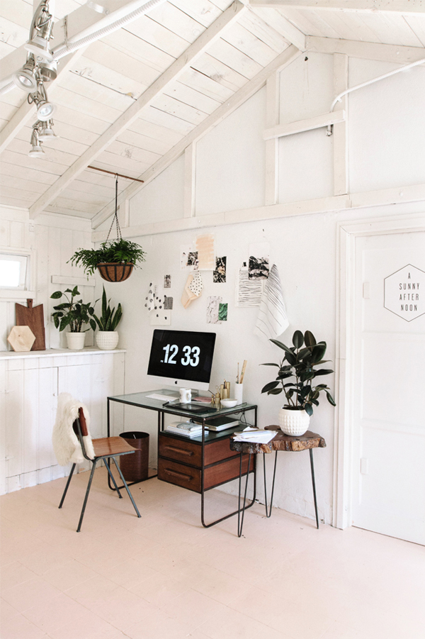 Simple Beach House Design: Simple-home-office-plants