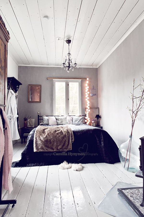Using christmas lights in bedroom - 20 Warm And Cozy Bedrooms For Winter Home Design And Interior