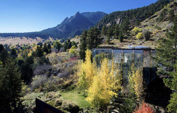glass-house-with-view-of-the-mountain