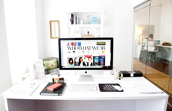 30 modern imac computer desk arrangement home design and interior. Black Bedroom Furniture Sets. Home Design Ideas
