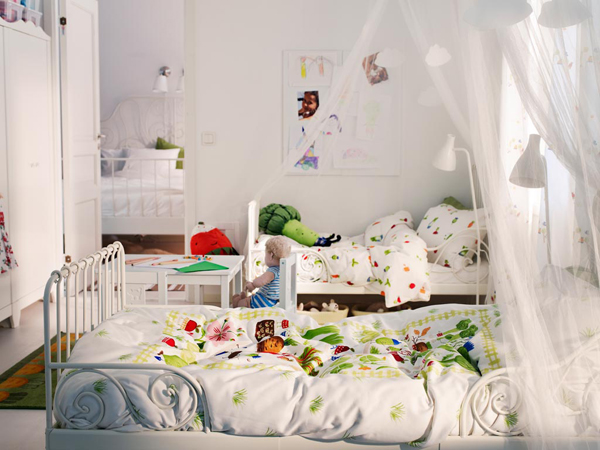 Shared Kids Bedroom Ideas With Colorful Quilt And White