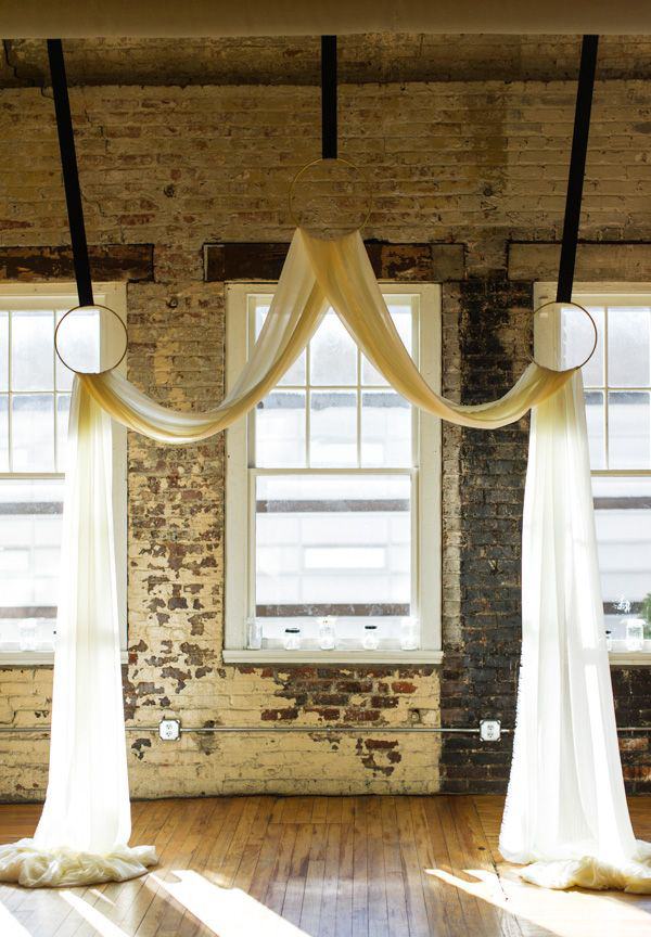 30 romantic alternative wedding backdrops home design and interior in this article you can find ideas backdrop of indoor and outdoor wedding simple but very romantic borrow one of 30 wedding backdrop and make your wedding junglespirit Image collections