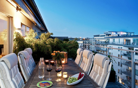 romantic-dining-balcony-design